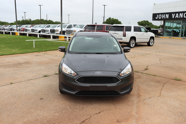 Pre-Owned 2017 Ford Focus SE Hatch
