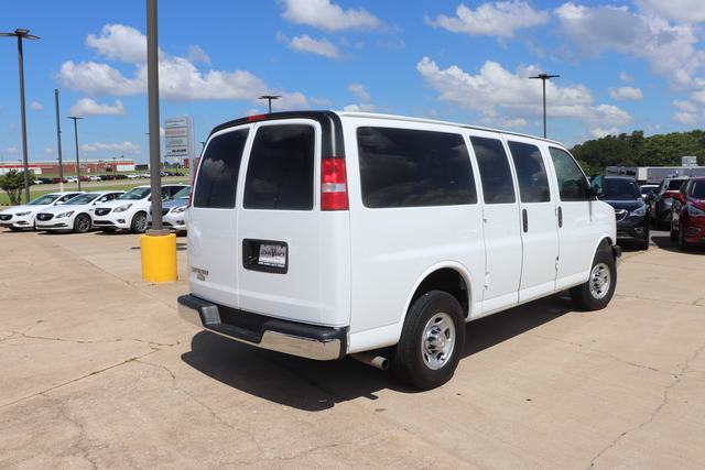 Pre-Owned 2018 Chevrolet Express Passenger RWD 3500 135 LT