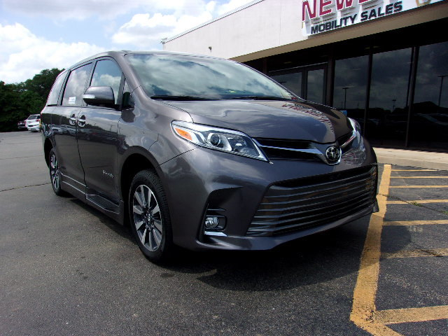 Pre-Owned 2019 Toyota Sienna Limited FWD 7-Passenger