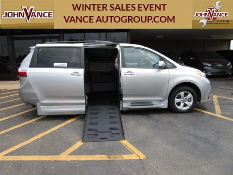 Pre-Owned 2018 Toyota Sienna LE Auto Access Seat FWD 7-Passenger